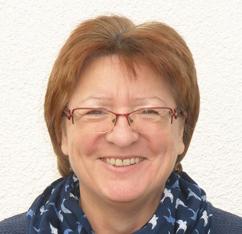 Gabi Willared, Verwaltungsangestellte